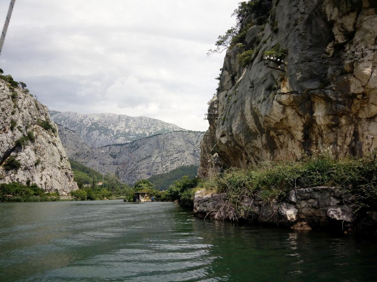 Csónakozás a Cetina folyón